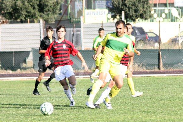 Sant'Elena-Atletico Elmas 0-3 Piludu tocca all'indietro